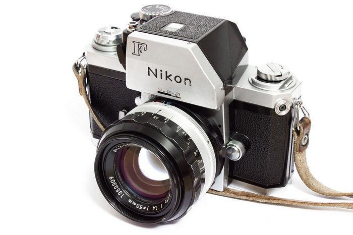 Nikon F с объективом 50 мм