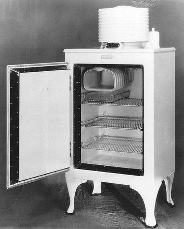 """Первый бытовой холодильник """"Одифрен"""". 1933 г."""