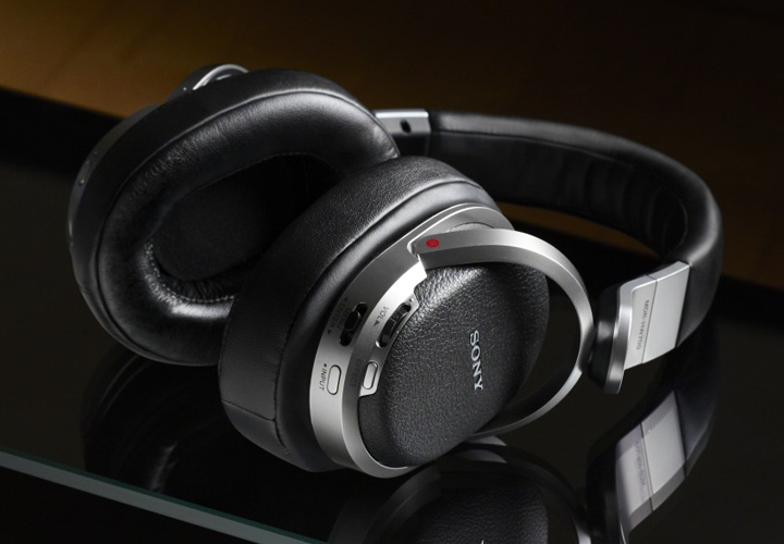 Sony-MDR-HW700DS-1