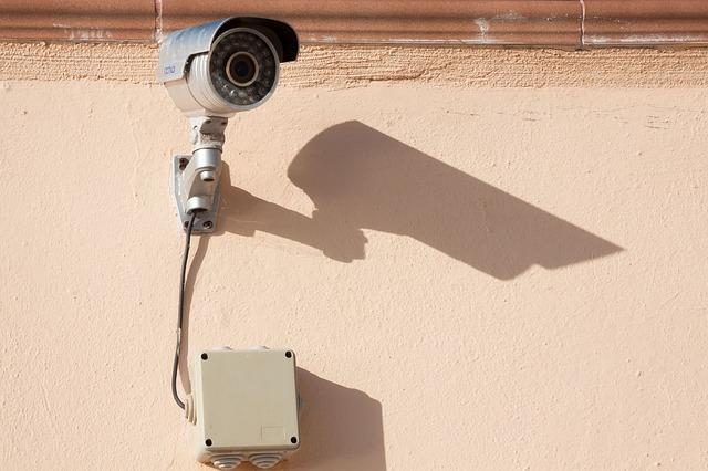 surveillance-camera-573532_640