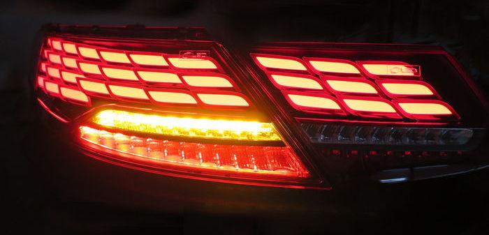 Задние OLED-фонари от LG вкл.